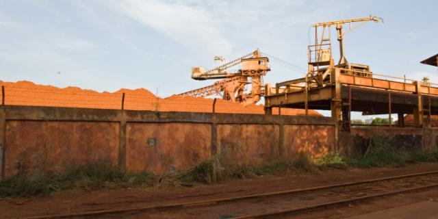 Guinée : premières exportations de bauxite pour la GAC