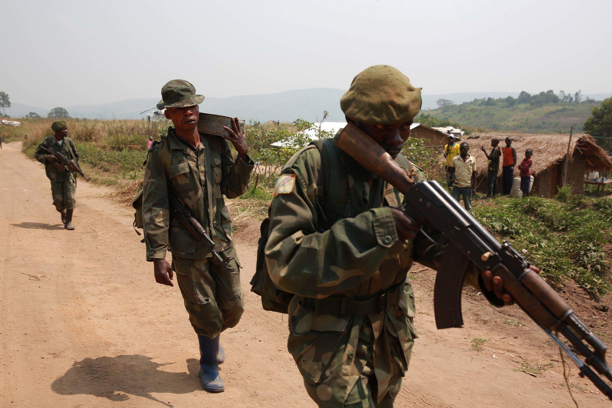 Des soldats des Forces armées de la RDC, lors d'une opération contre les rebelles rwandais des FDLR, en février 2015 dans le Sud-Kivu.
