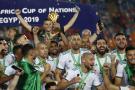 L'équipe d'Algérie après sa victoire lors de la finale de la CAN 2019, au Caire.