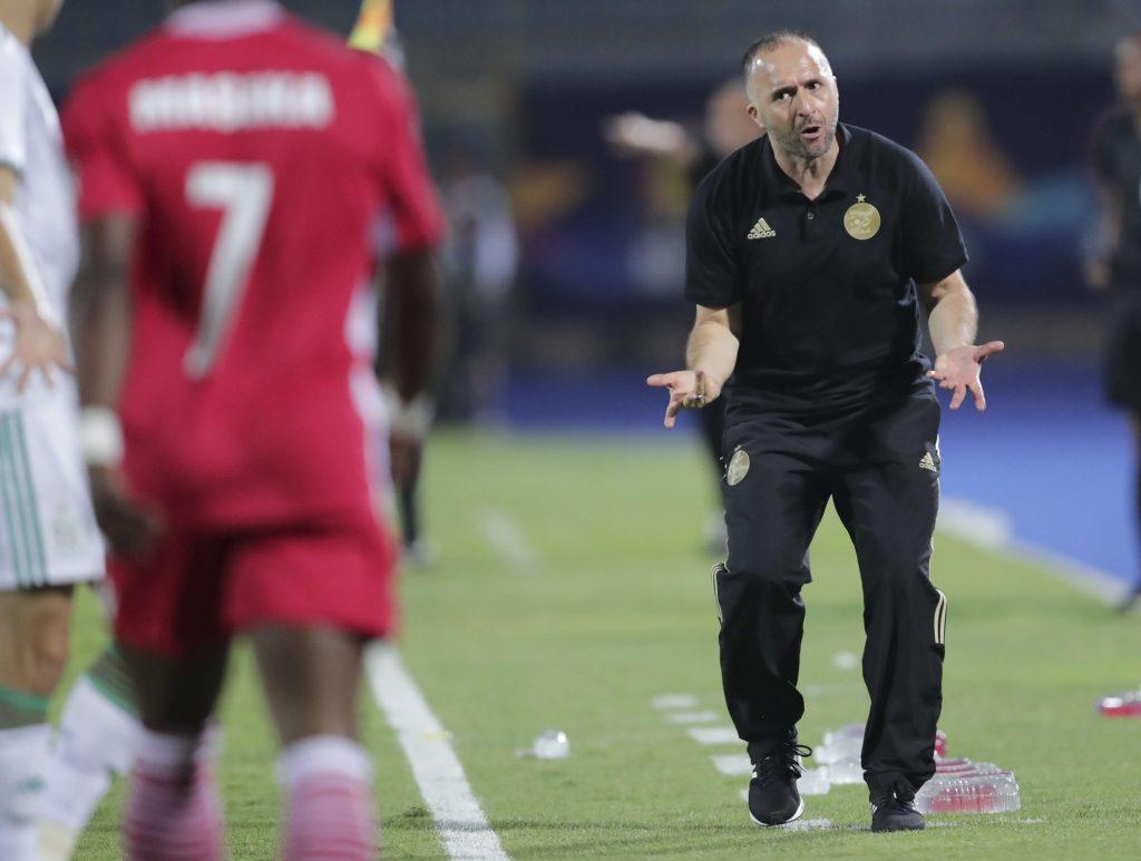 Djamel Belmadi donne ses instructions lors du match Algérie-Kenya, le 30 juin 2019.