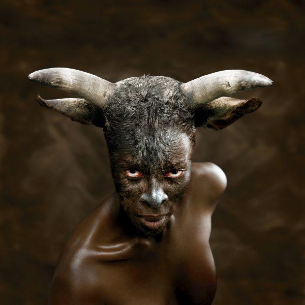 Europa, photographie réalisée en 2008 par la Sud-Africaine Nandipha Mntambo.