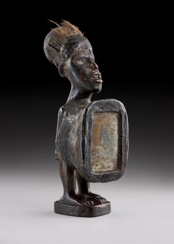 Une statuette miroir Nkisi, du peuple Kongo, RDC.