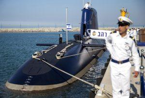 L'un des trois sous-marins livrés par ThyssenKrupp, dans le port de Haïfa.