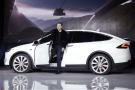 Elon Musk, PDG de Tesla Motors Inc., présente la voiture Tesla Model X au siège de la société à Fremont, en Californie.