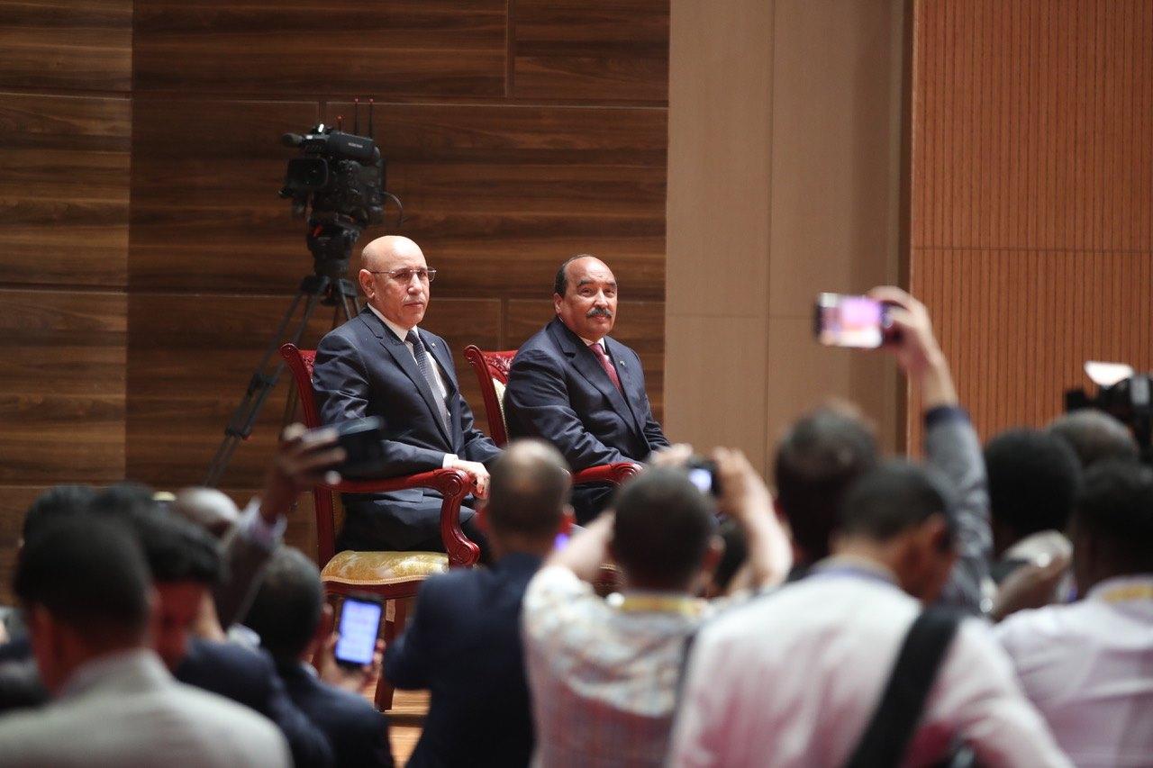 Les présidents Aziz (à droite) et Ghazouani, lors de l'investiture de ce dernier à Nouakchott, jeudi 1er août 2019.