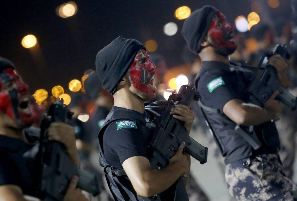 Des policiers saoudiens défilent, le 4 août 2019 à La Mecque.