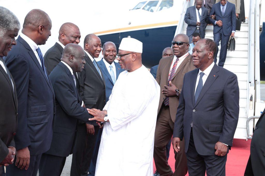 Marcel Amon Tanoh salue Ibrahim Boubacar Keïta, le président malien, accueilli à Abidjan par son homologue ivoirien Alassane Ouattara en mai 2018.