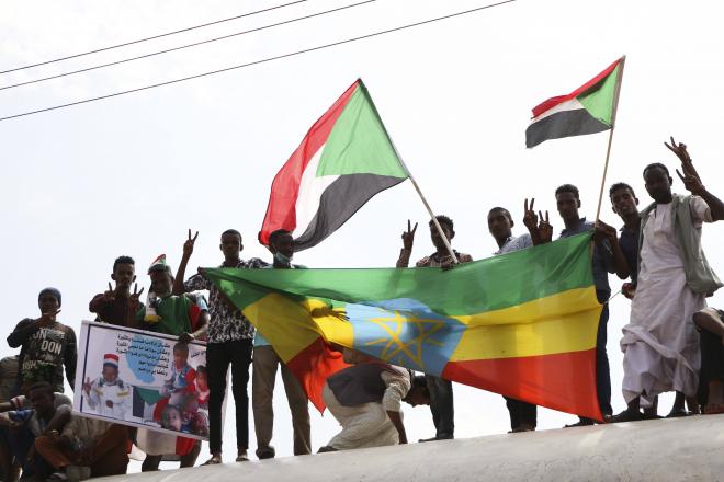 Soudan : signature de l'accord de transition entre civils et militaires