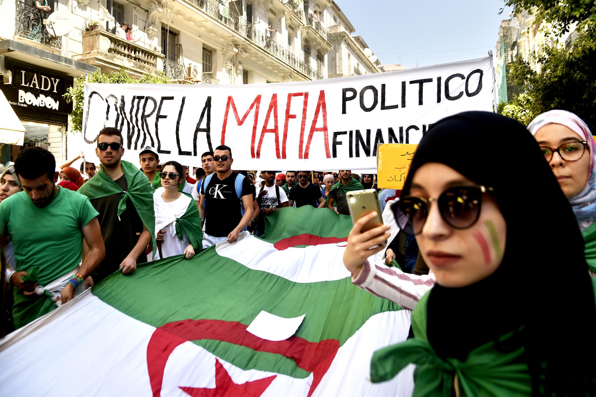En réponse aux manifestations contre «la mafia politico-financière», les arrestations d'hommes d'affaires se sont multipliées.