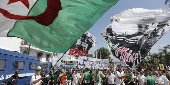 Algérie : des milliers de manifestants à Alger malgré un gros déploiement policier