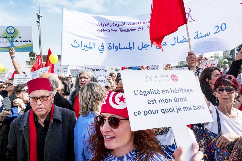 Des milliers de personnes dans les rues de Tunis en 2018.