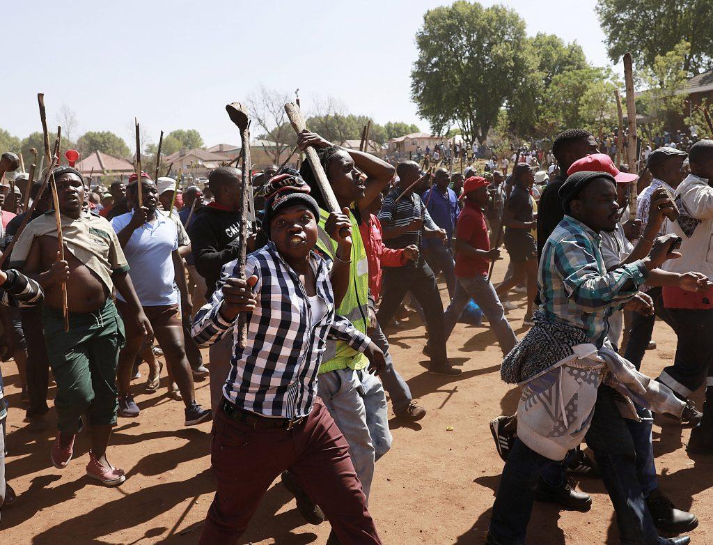 Violences xénophobes en Afrique du Sud : hué au Zimbabwe, Ramaphosa présente ses « excuses »