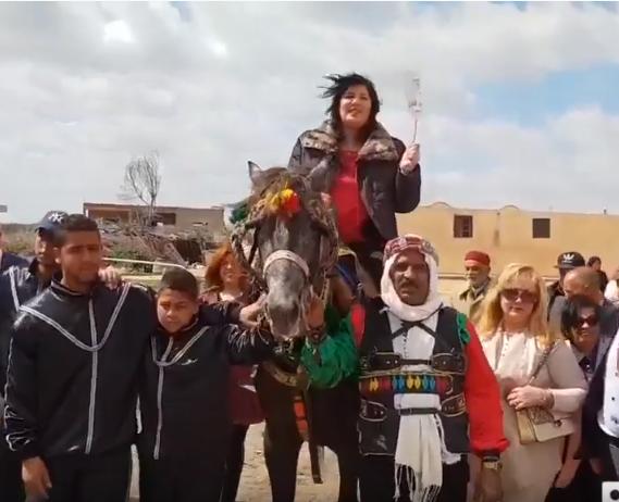 La candidate Abir Moussi arrivant à un meeting à cheval (image d'illustration).