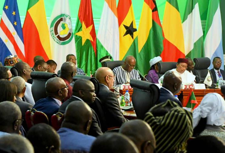 Le président burkinabè Roch Marc Christian Kaboré et Mahamadou Issoufou, lors de la rencontre de la Cedeao, à Ouagadougou le samedi 14 septembre 2019.