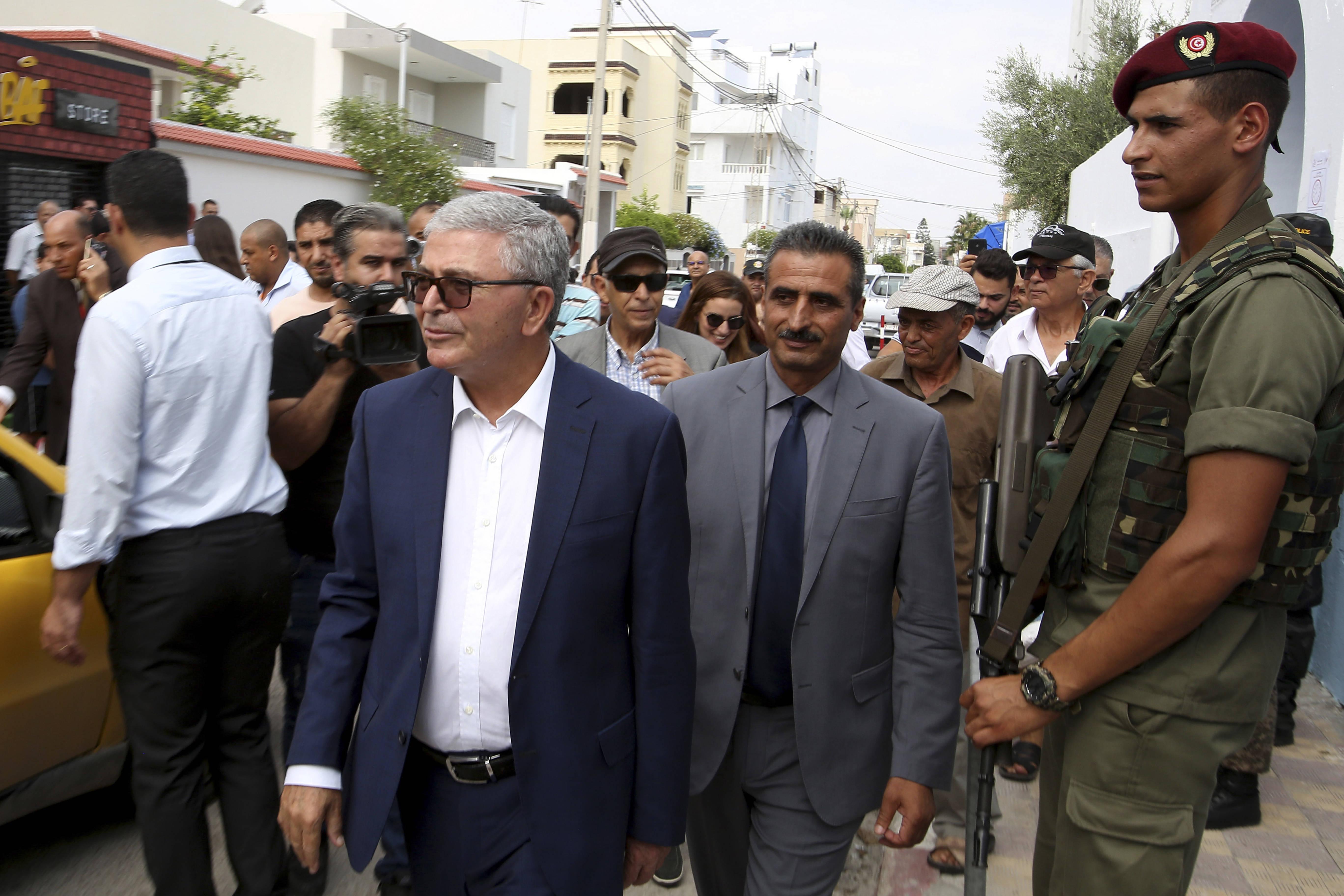 Abdelkrim Zbidi, ex-ministre de la Défense, arrivant dans son bureau de vote à Sousse, dimanche 15 septembre 2019.
