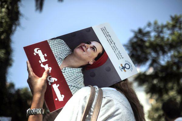 «Mon corps, mon choix», est-il écrit en arabe sur cette pancarte, brandie au cours d'une manifestation de soutien à Hajar Raïssouni, jeune femme emprisonné pour «avortement illégal», lundi 9 septembre 2019 à Rabat.