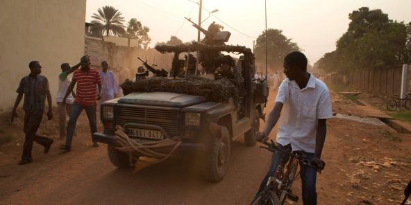 Des soldats français patrouillent près de Bangui, en Centrafrique, le 6 janvier 2014.