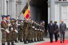 Le chef de l'État congolais accueilli au Palais d'Egmont, à Bruxelles,  par le Premier ministre belge,  Charles Michel, le 17septembre.