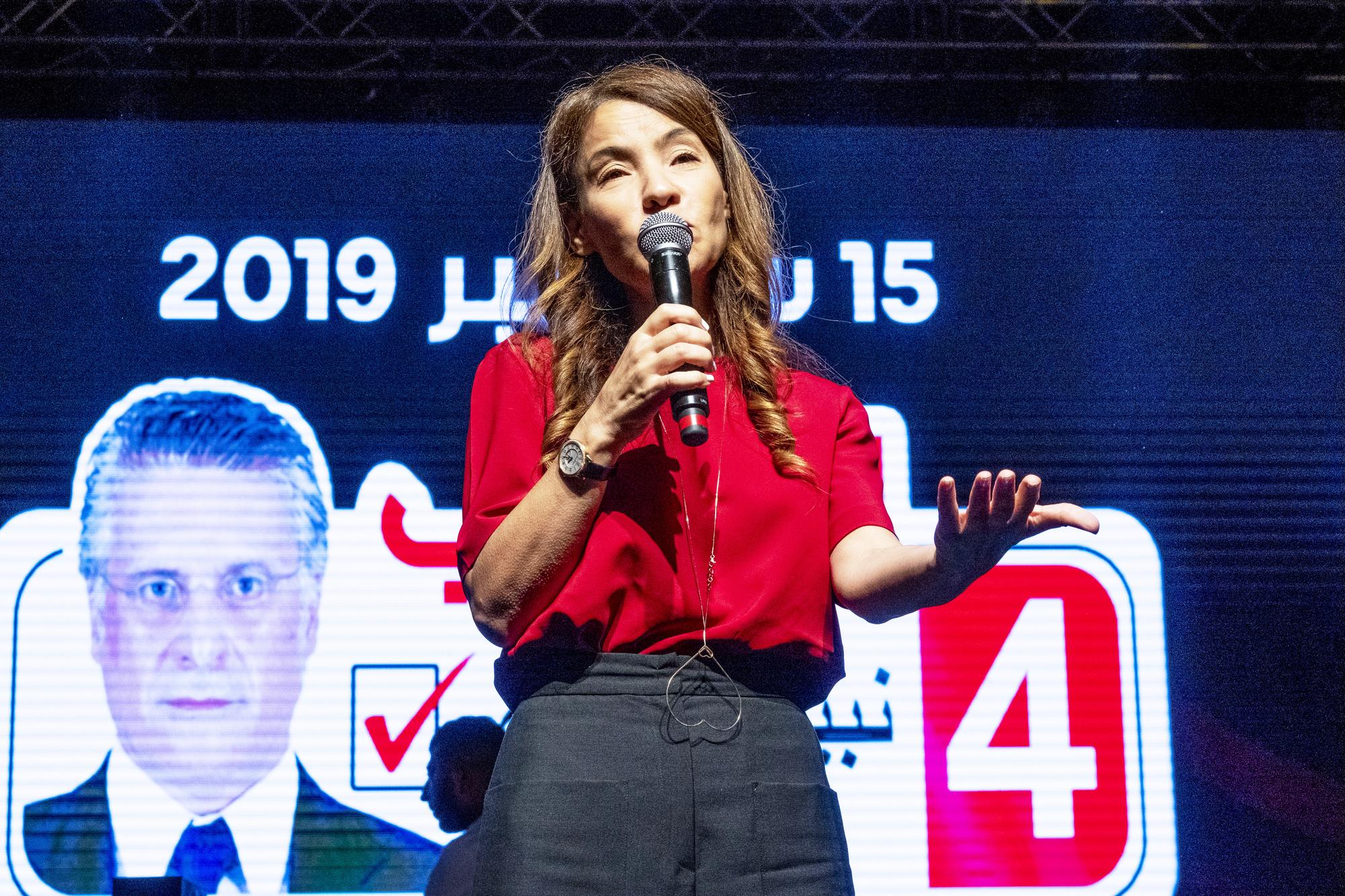 Salwa Smaoui, épouse de Nabil Karoui, a mené campagne pour son mari. Ici lors d'un ultime meeting, le 13septembre, à Tunis.