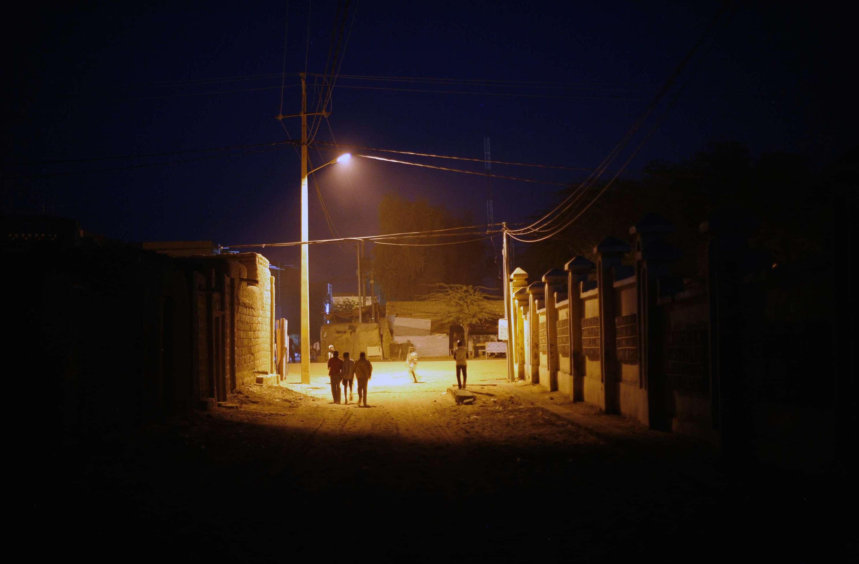 Des enfants malien dans les rues de Tombouctou en février 2013 (photo d'illustration).