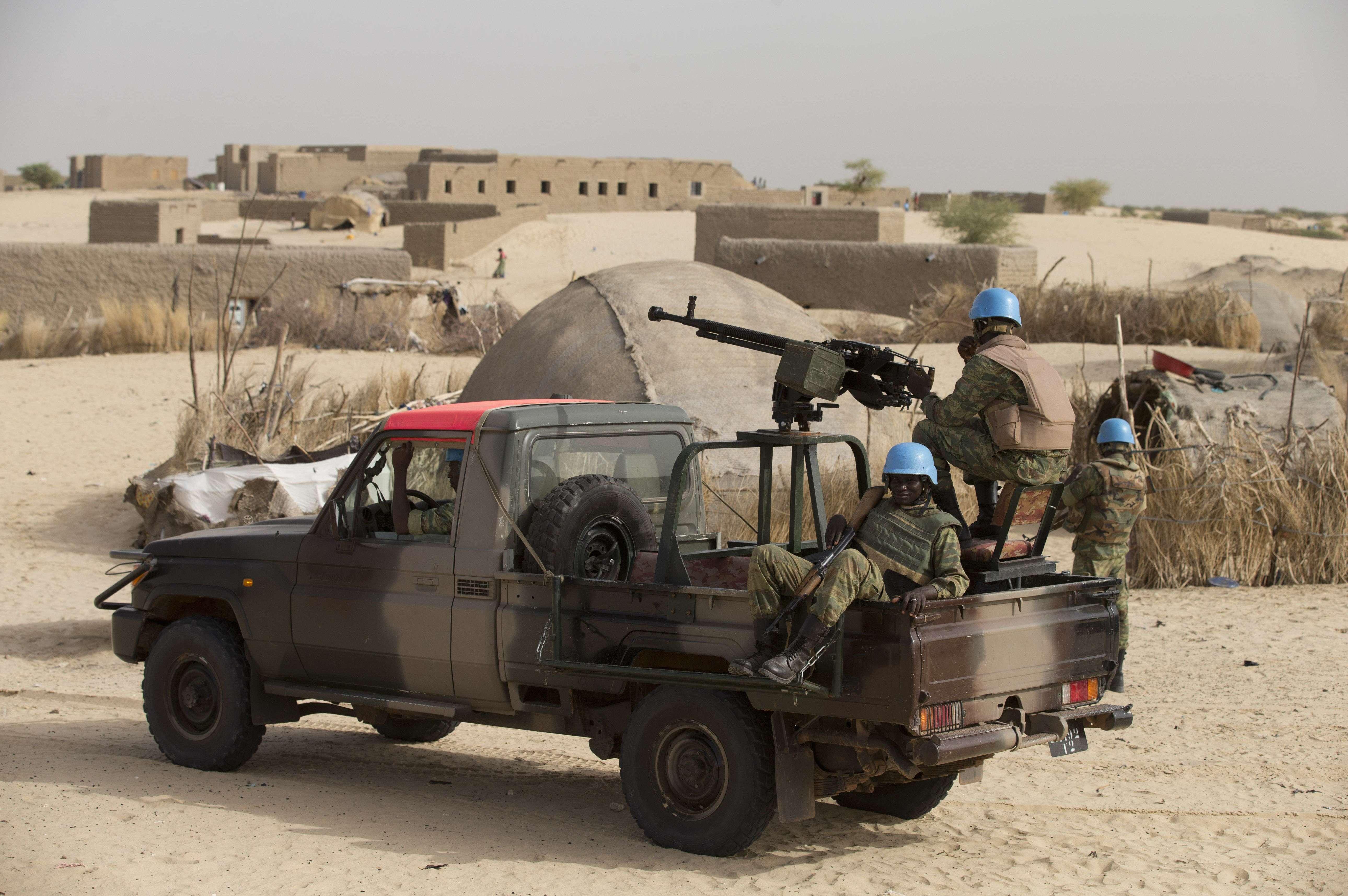 Des casques bleus du Burkina aux abords de Tombouctou, en juillet 2013 (photo d'illustration).