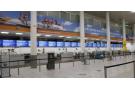Bureau d'enregistrement vide du voyagiste Thomas Cook, à l'aéroport de Gatwick, Angleterre, le lundi 23 septembre 2019.