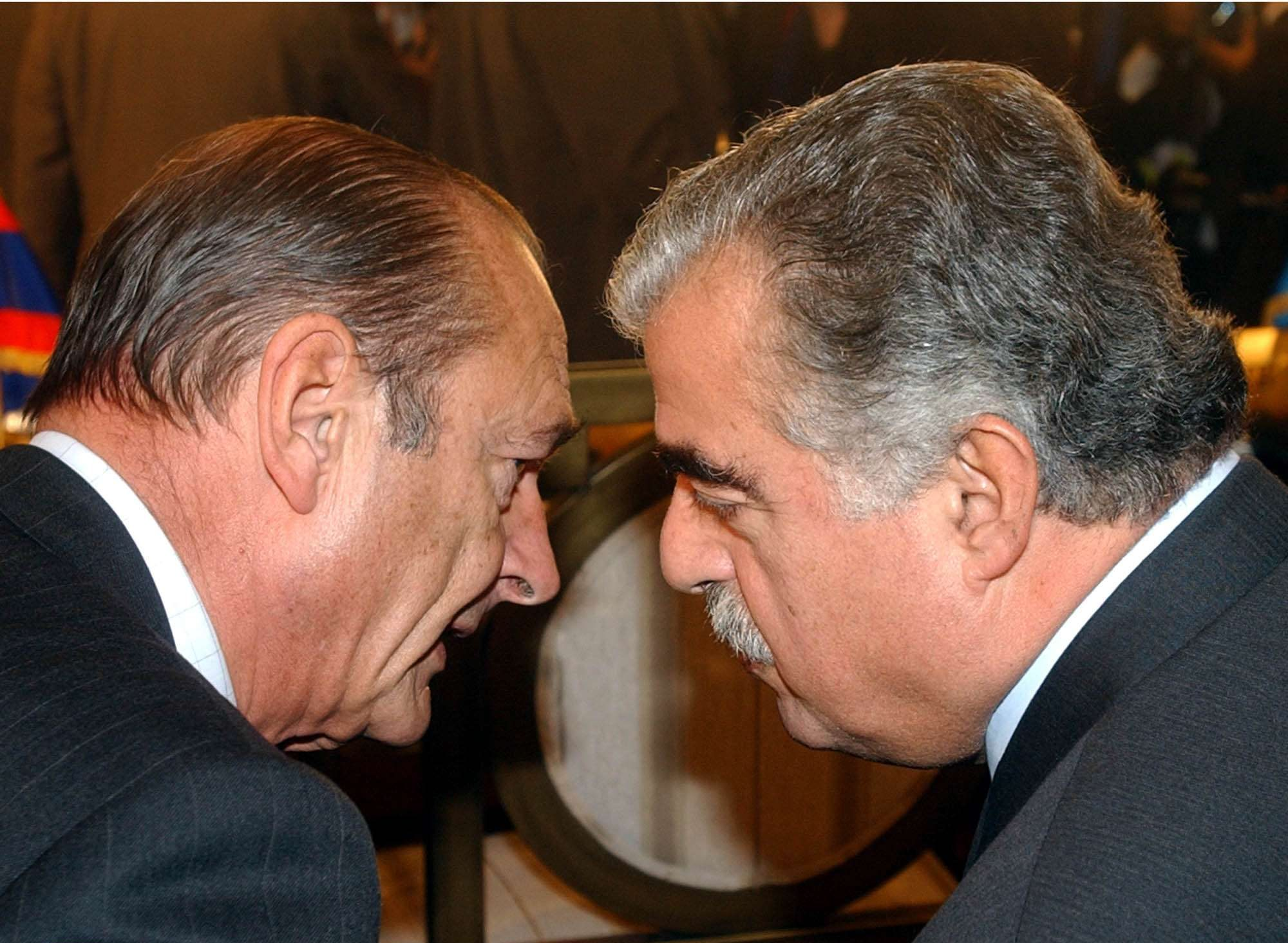 Le président français Jacques Chirac (à gauche) et son homologue libanais Rafik Hariri, en octobre 2002 lors du 9e Sommet de la Francophonie à Beyrouth.