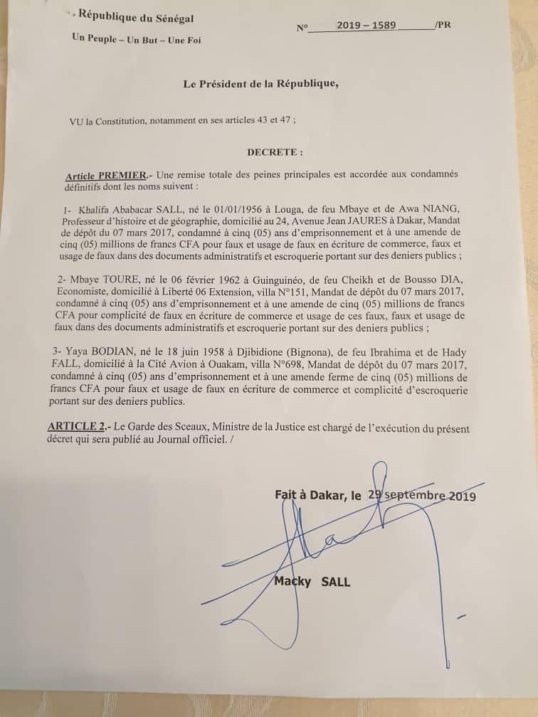 Le décret de la grâce présidentielle accordée à Khalifa Sall et deux de ses co-accusés.