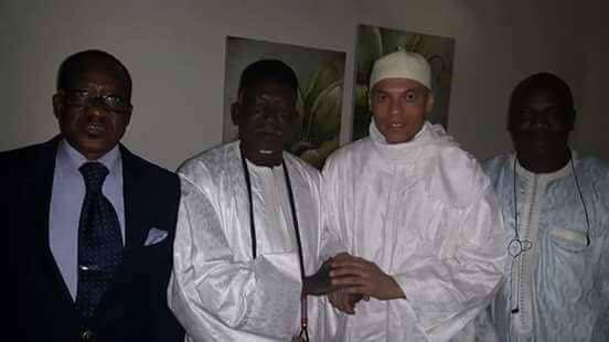 Le jour de sa sortie de prison, le fils du khalife général des mourides était présent à la résidence de Madické Niang, où le fils de l'ancien président s'est rendu pour le rencontrer avant de s'envoler pour le Qatar.