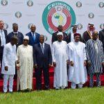 Photo de famille des chefs d'État et de gouvernement lors du sommet extraordinaire de la Cedeao sur la sécurité, le 14septembre, à Ouagadougou.