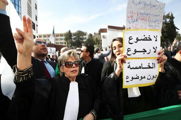 Zoubida Assoul lors d'une manifestation d'avocats, à Alger, le 7mars.