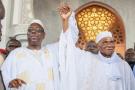 Le président sénégalais Macky Sall et son prédécesseur lors de l'inauguration de la grande mosquée Massalikoul- Djinane, le 29septembre.