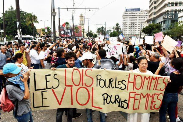Après une agression sexuelle dans un bus, en 2017, des manifestants dénoncent, à Casablanca, un Code pénal incapable de protéger les femmes.