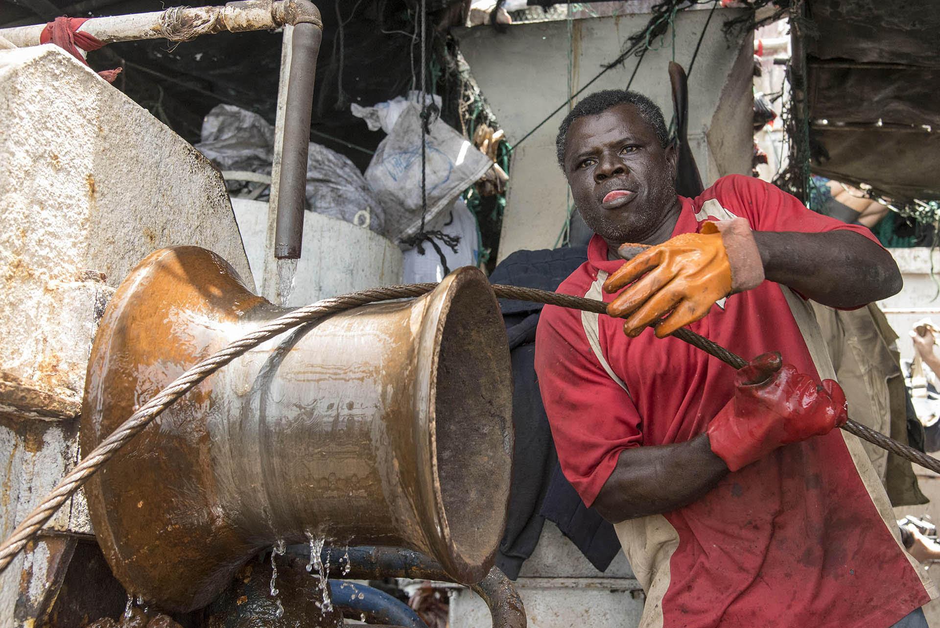 Photographie : « Filets obscurs », zoom sur la pêche illégale au large de l'Afrique