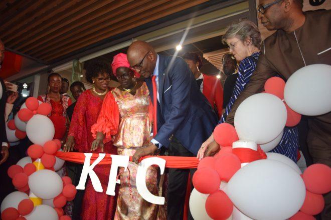 Sénégal : VIP, poulet frit et polémique sexiste au menu de l'inauguration du premier KFC de Dakar
