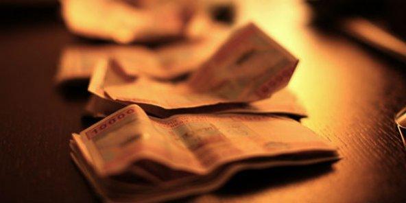 Billets de 10 000 francs CFA.