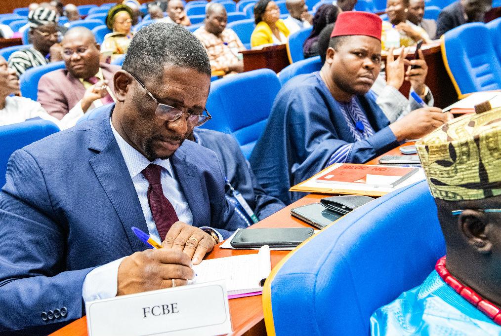 Théophile Yarou et Paul Hounkpè, des FCBE, lors de l'ouverture du dialogue politique au Bénin, le 10 octobre 2019.