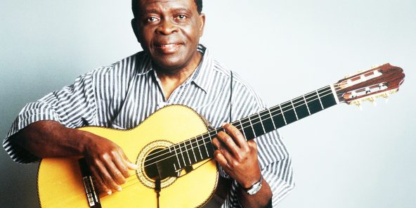 Francis Bebey est l'un des premiers à l'initier au jazz.
