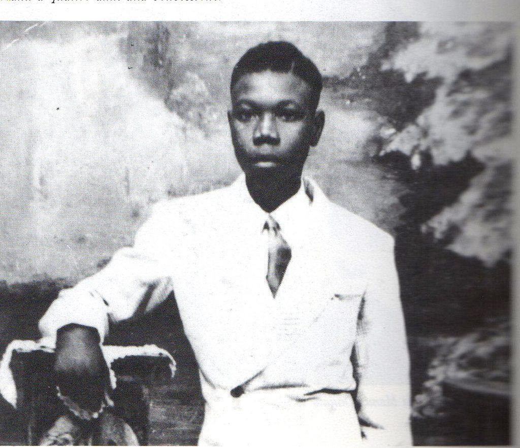 À 15 ans, il s'apprête à partir pour la France.