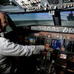 Vue du cockpit du simulateur de vol sur Boeing 737800, au Maroc.