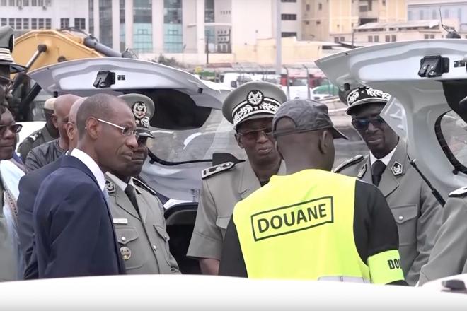 Sur la piste des narcotrafiquants : récit d'une saisie record de cocaïne au port de Dakar