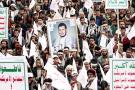 Des manifestants affichant leur attachement au leader du soulèvement yéménite, Abdelmalek al-Houthi, à Sanaa, le 10septembre.