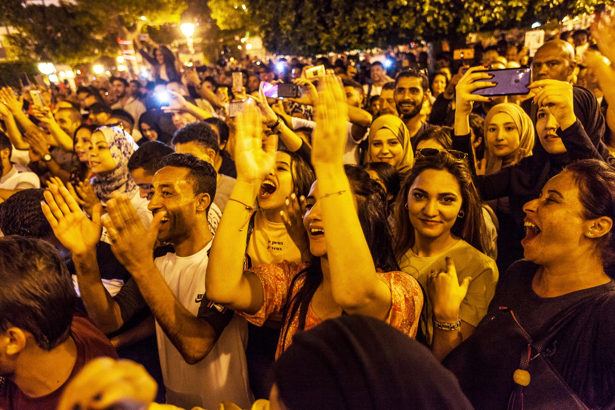 Les partisans du nouveau président célébrant la victoire de leur favori, à Tunis, le 13 octobre 2019.