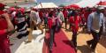 Mokgweetsi Masisi, président du Botswana et leader du BDP, arrive à un meeting dans un village à une quarantaine de kilomètres de Gaborone, le 22 octobre 2019.