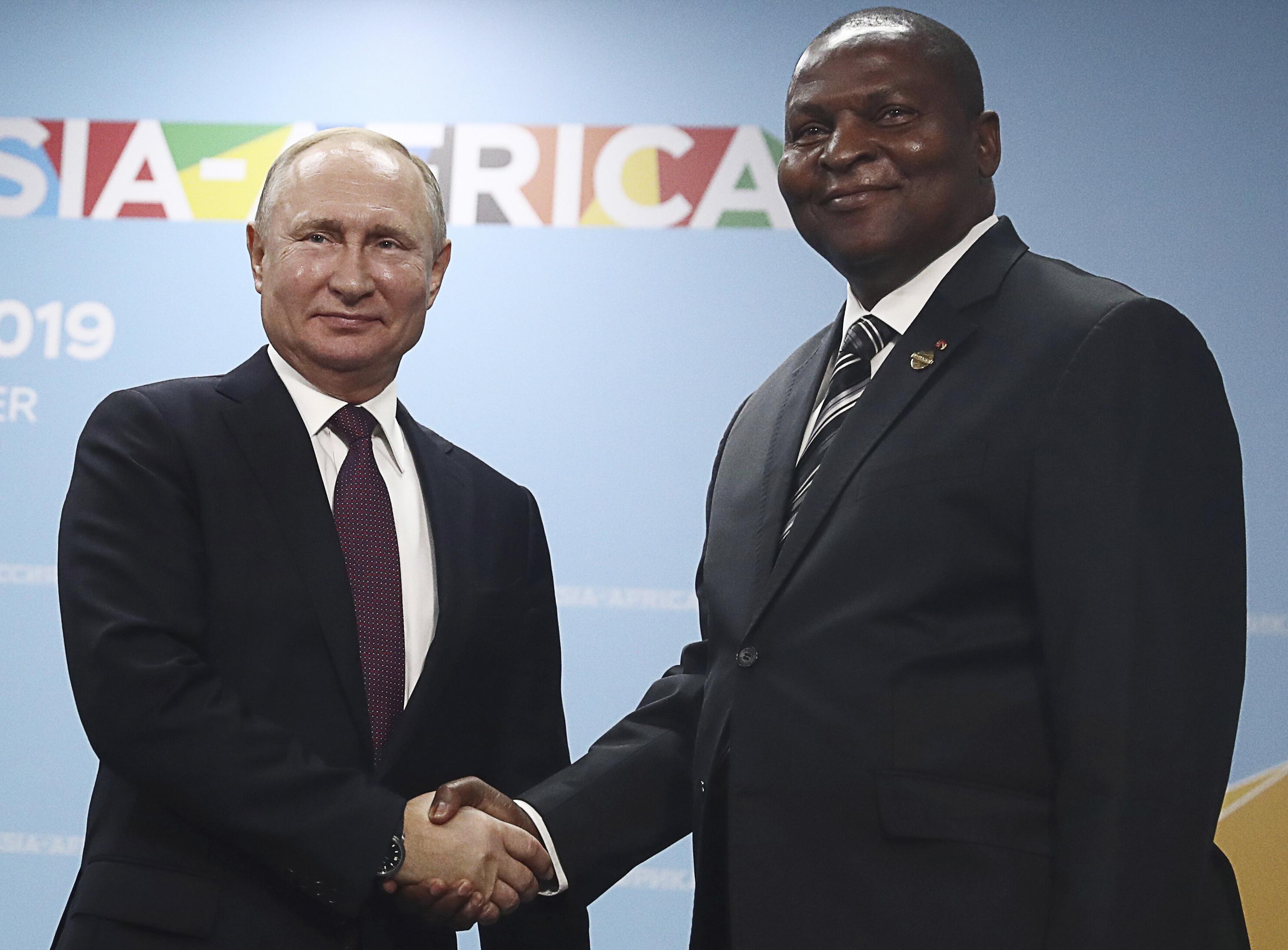 Vladimir Poutine et le président centrafricain Faustin Archange Touadera.