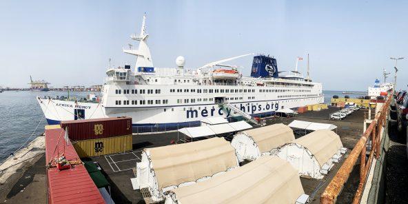 Le bateau-hôpital Africa Mercy, affrété par une organisation évangélique américaine, restera jusqu'en juin 2020 dans le port de Dakar.