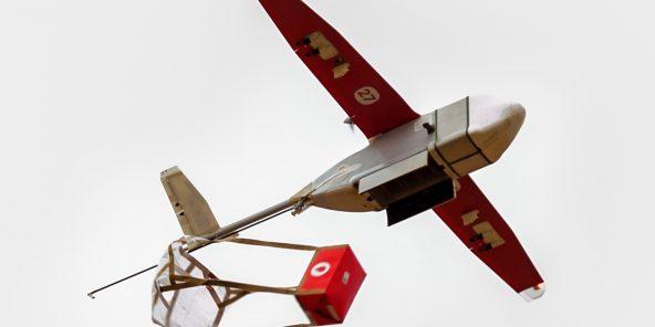 Au Rwanda, les drones de la start-up Zipline livrent des poches de sang aux hôpitaux isolés.