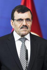 Ali LarayedhDéputé de Tunis, ancien chef du gouvernement (2013-2014) etex-ministre del'Intérieur (2011-2013).