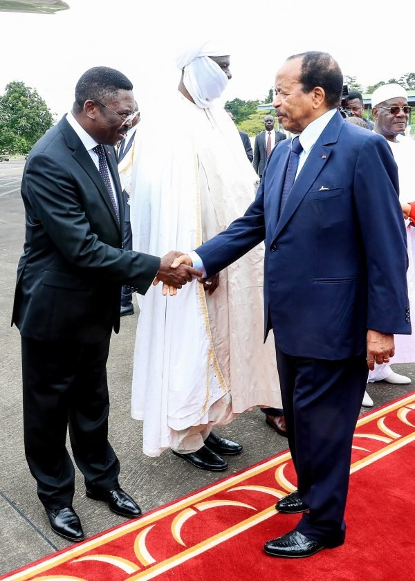 Le président Paul Biya (à dr.) a lui-même été secrétaire général de la présidence, de 1968 à 1975.