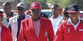 Le président sortant Mokgweetsi Masisi, ici lors d'un meeting le 5 avril 2019, a été réélu à la tête de l'État le 25 octobre 2019.